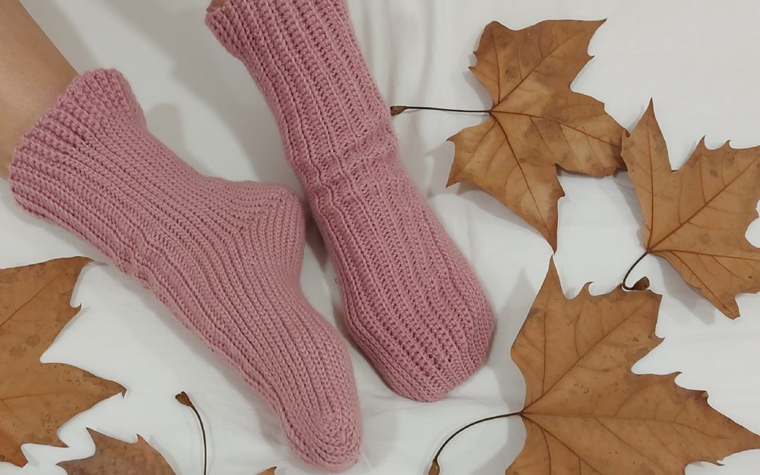 PINK SOCKS A CROCHET
